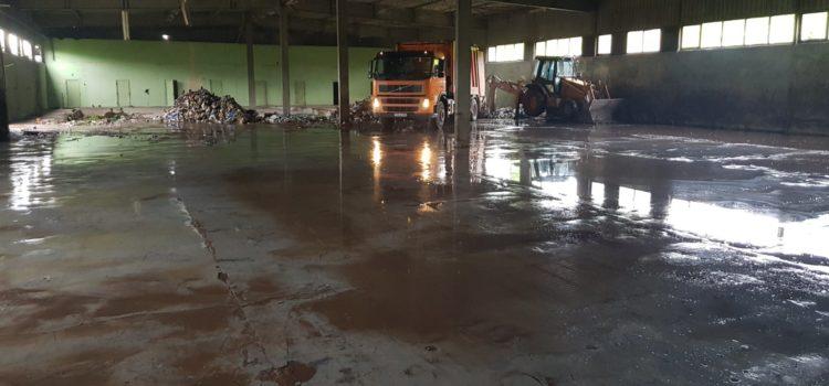 Izuzetnim angažovanjem i požrtvovanjem radnici JPK Breza potpuno očistili halu Bretex